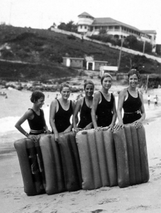 Surfo planing girls, Coolangatta.  Queensland State Archives, Digital Image ID 2058.