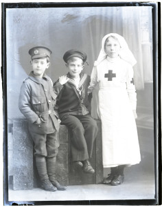 Dickinson children, dressed up in WW1 army, navy and nursing costumes, 10 Feb 1916, WikiCommons.