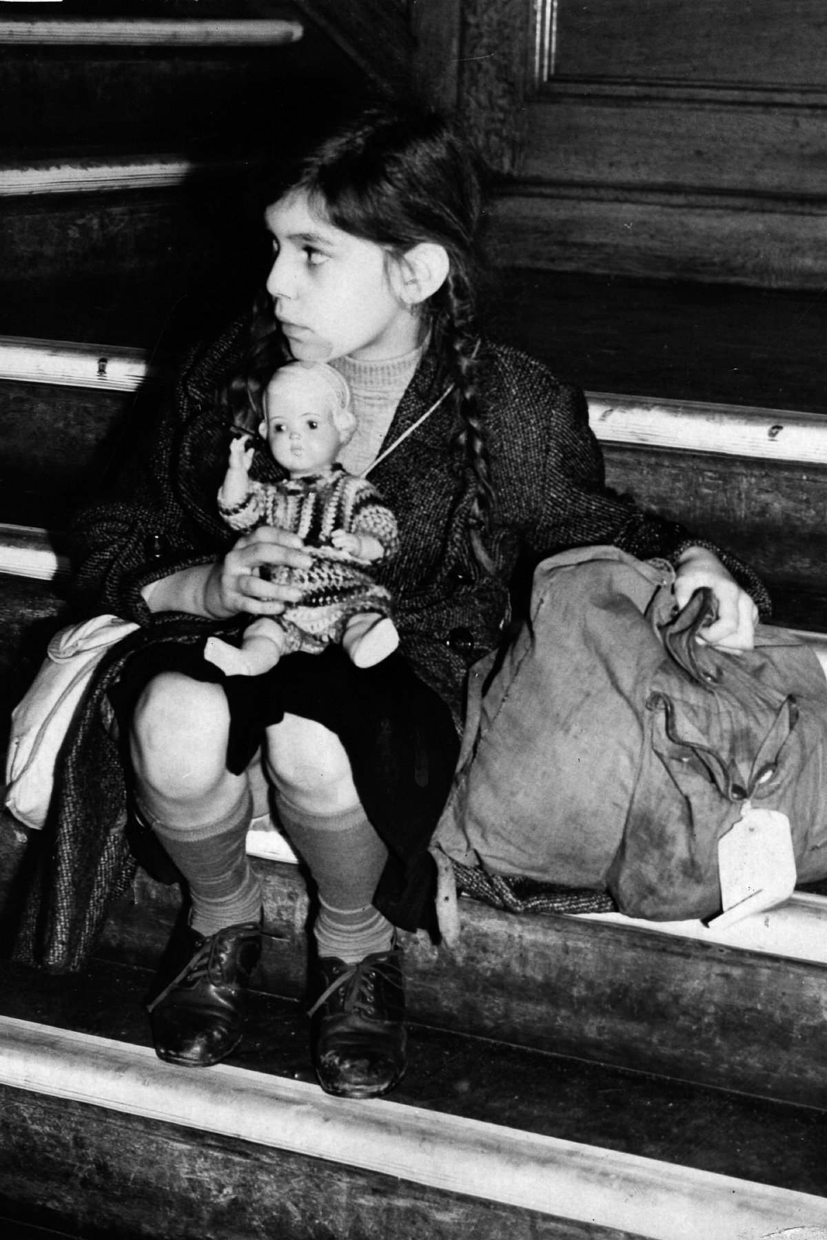 kindertransport identity Trauma and attachment in the kindertransport context: german-jewish child refugees' accounts of displacement and acculturation in britain by.