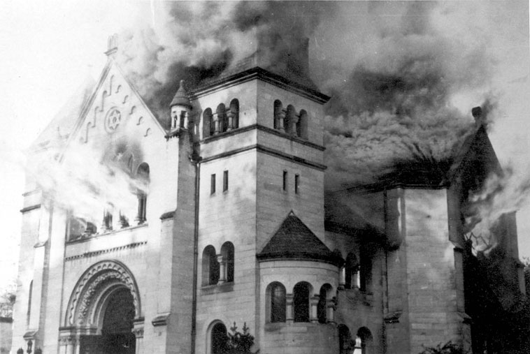 synagogue in flames