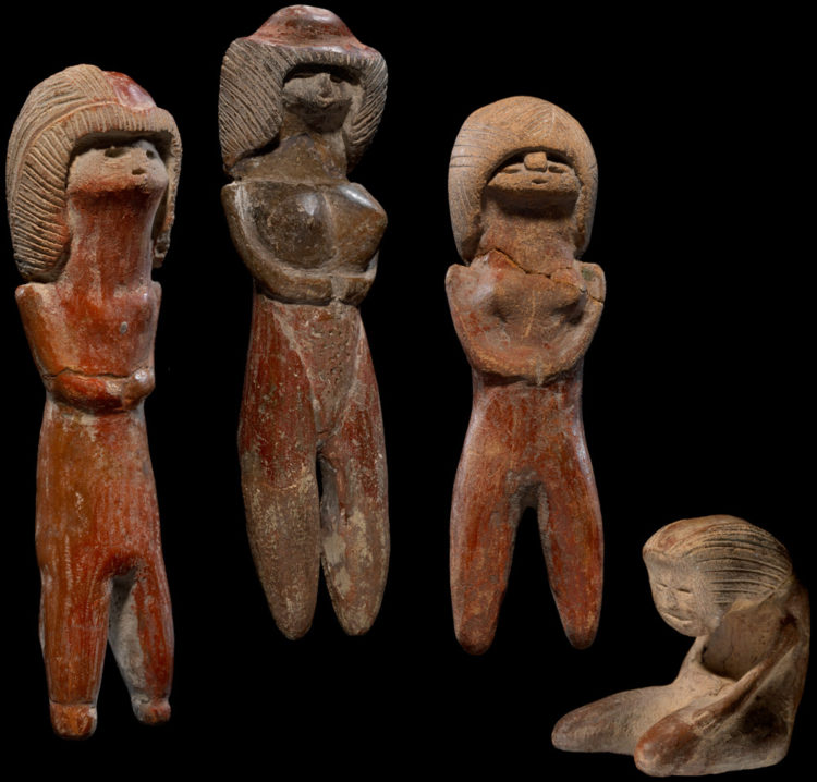 Valdivia female figurines