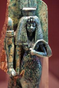 Queen Tiye statue