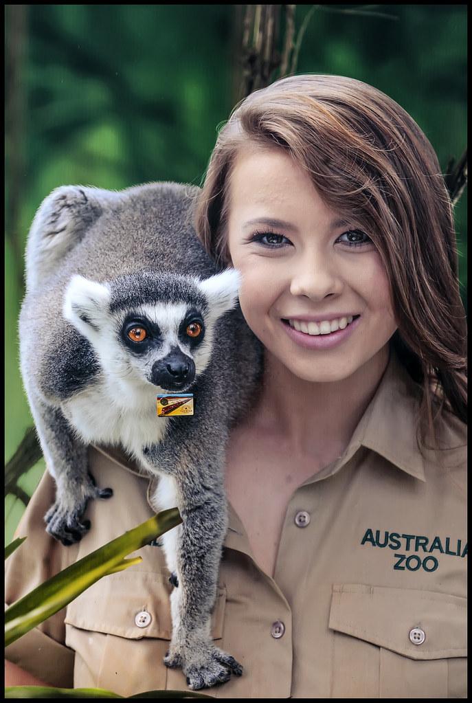 Bindi Irwin poses with a lemur