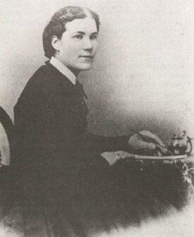 Sarah Edmonds as a woman